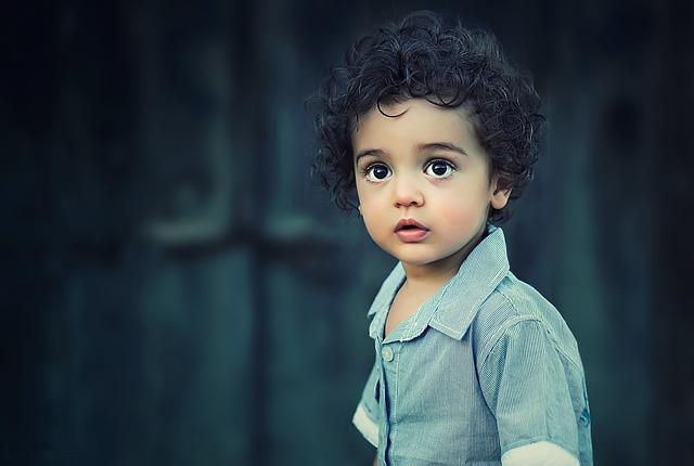 Co robić, gdy niemowlak cierpi z powodu kolki?